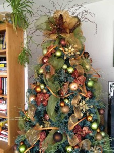 creative-and-beautiful-christmas-tree-decorating-ideas