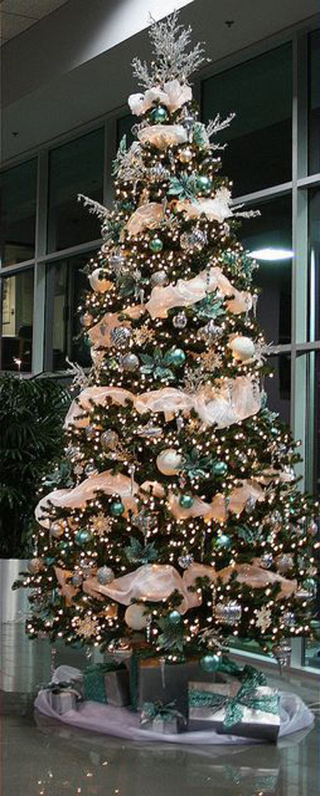 Just a Few of the Lovliest Christmas Trees Imaginable | mstmha